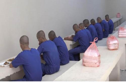 سجناء بئر أحمد يدخلون في إضراب مفتوح عن الطعام