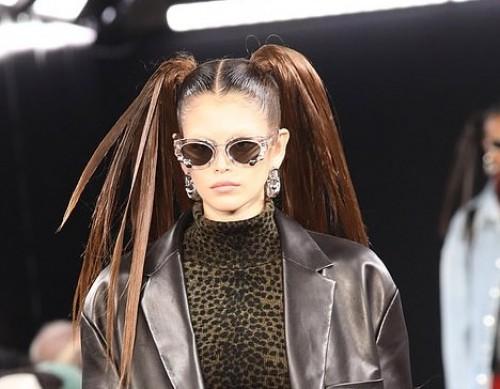 """في لفتة غريبة.. النجمة كايا جربر تشارك في عرض أزياء Alexander Wang """"صور"""""""