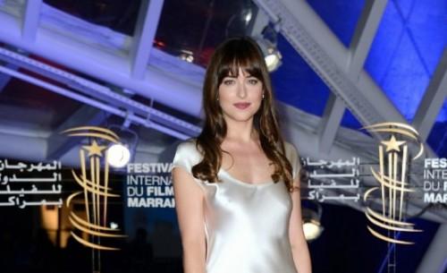 النجمة داكوتا جونسون تبهر جمهورها على السجادة الحمراء لمهرجان مراكش السينمائي