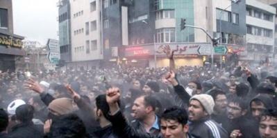 """""""عمال الأحواز"""" بين مطرقة عمائم إيران وسندان التجاهل الدولي (تقرير خاص)"""