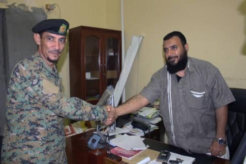 بعد إحباطهم لعمليتي تهريب أسلحة لعدن.. تكريم قيادة وجنود نقطة مثلث رأس عمران (صور)