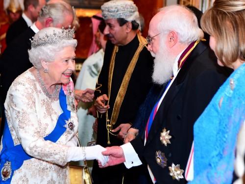 إليزابيث تستقبل الوفود الدبلوماسية في باكنجهام