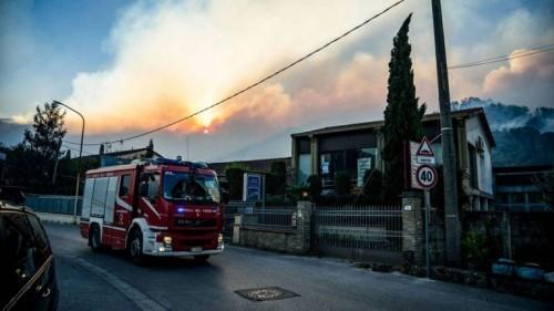 انفجار محطة وقود في إيطاليا ومقتل شخصين وإصابة 13
