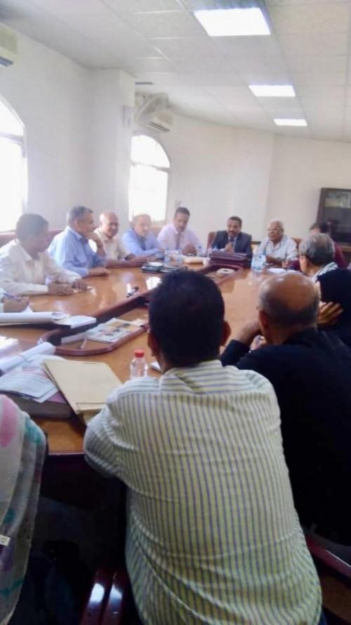 قرار عاجل بإصلاح مدرجات مطار عدن الدولي