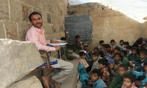 معلمو المحافظات الخاضعة للحوثيين يعانون لهذا السبب