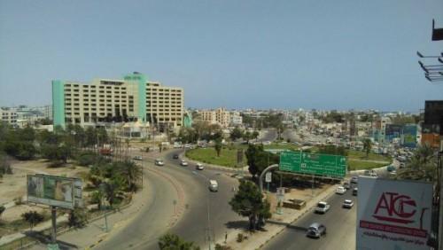 استهداف سيارة مسؤول حكومي بارز بالرصاص في عدن.. تفاصيل