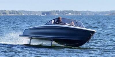 شاهد.. بناء أول قارب يعمل بالطاقة الكهربائية في العالم