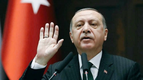 إعلامي يُطالب بإنشاء قناة ناطقة باللغة التركية.. لهذا السبب
