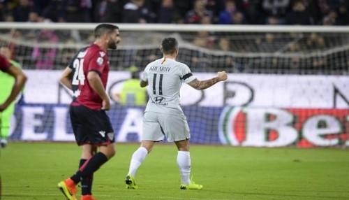 كالياري يخطف تعادل قاتل مع روما في الدوري الإيطالي
