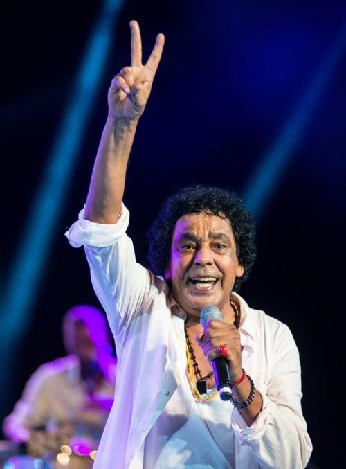 """محمد منير يحصد لقب """" أسطورة 2018 """" في جوائز داف باما بدبي"""