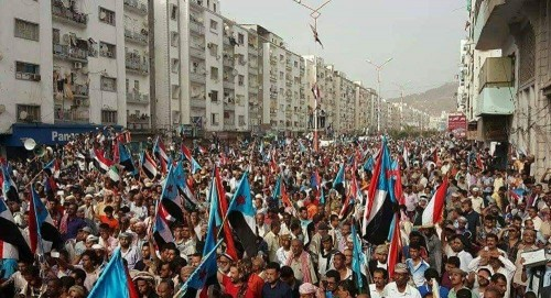 صحافي: الجنوبيون كسروا الحوثيين.. وسيحجمونهم سياسيًا