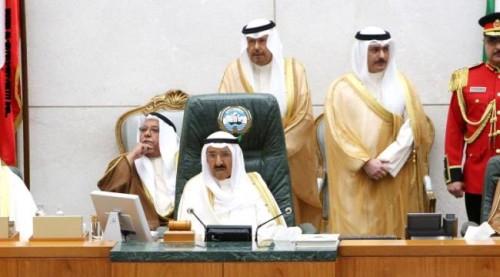 أمير الكويت يطالب بضرورة حل الأزمة اليمنية عبر الآلية الخليجية