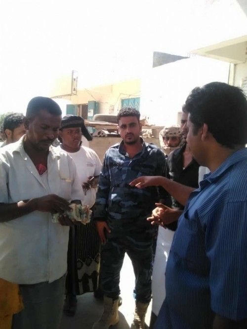 قائد النجدة في أبين يتفقد محطات الوقود لضبط المخالفين للتسعيرة