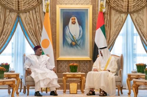 بن زايد يستقبل رئيس النيجر في قصر الرئاسة