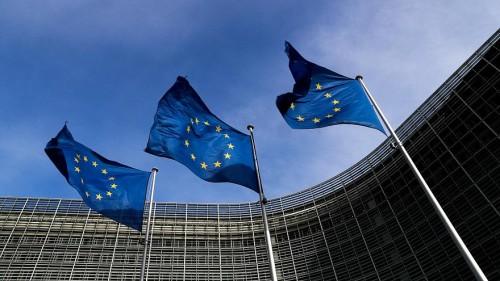 """"""" الاتحاد الأوروبي """" يتصدر تويتر بسبب بريطانيا"""