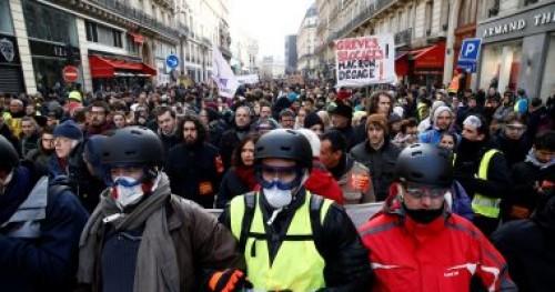 البنك المركزي الفرنسي: الاحتجاجات تبطئ النمو الإقتصادي