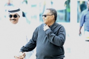الفنان عبد الله الرويشد يستقبل النجم السعودي محمد عبده في الكويت