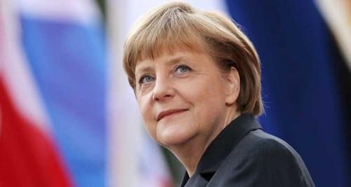 """زعيمة عامود اقتصاد ألمانيا.. القاسم تشبه ميركل بـ""""الأم"""""""