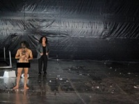 أول تعليق من مخرج مسرحية الفنان العاري بأيام قرطاج