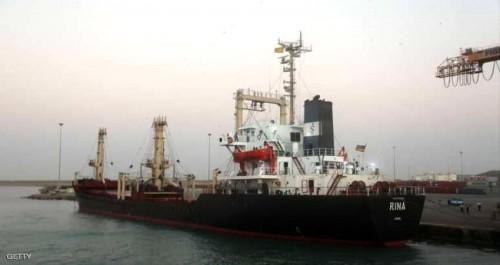 التحالف: ميليشيات الحوثي تفاقم الأزمة الإنسانية بتعمدها تأخير دخول السفن