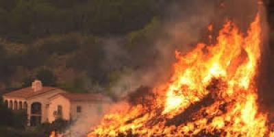 السلطات الأمريكية: 9.5  مليار دولار خسائر حرائق كاليفورنيا