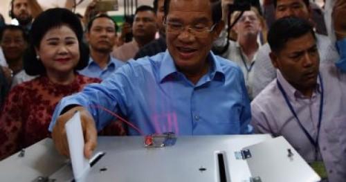 البرلمان الكمبودي يرفع الحظر السياسي على المعارضين