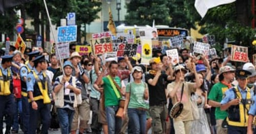 احتجاجات يابانية لاستمرار نقل قاعدة جوية أمريكية