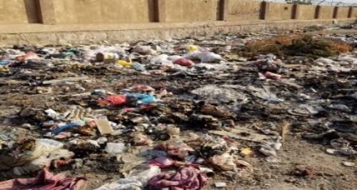 أهالي مديرية خورمكسر يحتجون على انتشار القمامة