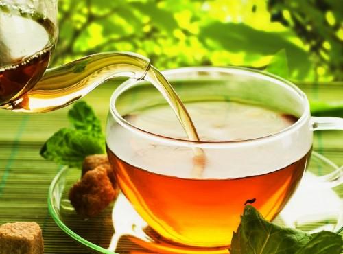 """عشاق """" الشاي """" يحتفلون بيومه العالمي على تويتر"""