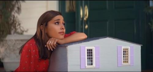 """النجمة أريانا جراندي تطلق أغنيتها الجديدة """" Imagine """""""