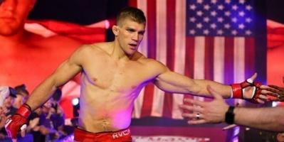 المقاتل الأمريكي برينت بريموس يخسر مباراته الأولى في الفنون القتالية