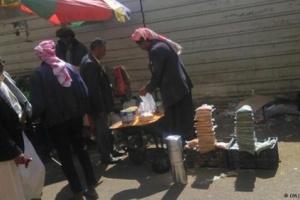 الحوثيون يبيعون المساعدات الغذائية في أسواق صنعاء (شاهد)