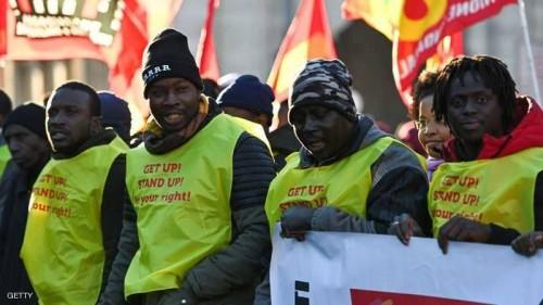 السترات الصفراء تجتاح إيطاليا للمطالبة بحقوق المهاجرين