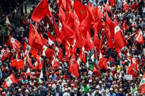 """""""إلى الشارع"""".. حملة لـ """"الشيوعي اللبناني"""" ضد السياسات الاقتصادية"""