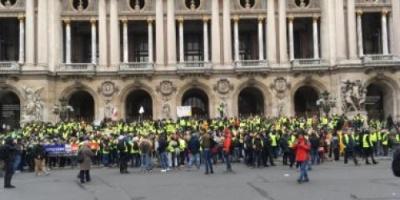 فرنسيون يستعدون لاحتفالات أعياد الميلاد برغم الاحتجاجات