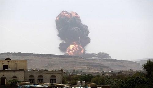 المليشيات تشن قصف عنيف على المصانع والشركات بالحديدة