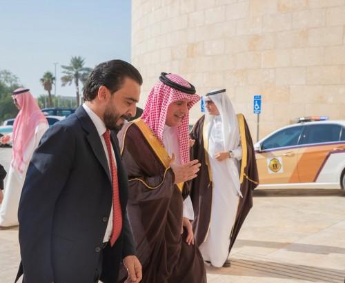 شاهد.. عادل الجبير يلتقي رئيس مجلس النواب العراقي بالسعودية
