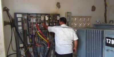 كهرباء عدن تهدد بقطع الخدمة عن كبار المشتركين.. لهذا السبب