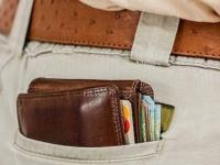 دراسة تحذر من وضع المحفظة بالجيب الخلفي
