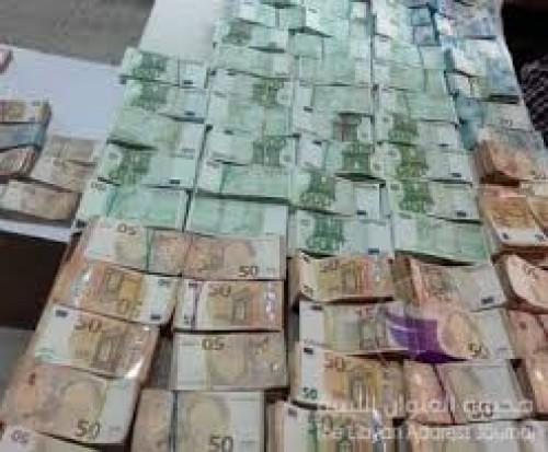 هبوط الدولار إلى أدنى مستوى في أسبوع مقابل الين
