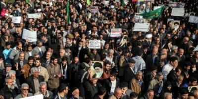 متقاعدو القوات المسلحة الإيرانية يتظاهرون أمام البرلمان لسوء المعيشة