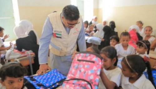 الهلال الإماراتي يواصل حملته الصحية بمدارس الحديدة