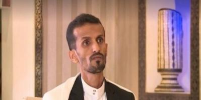 """عضو تنظيم القاعدة.. رواد تويتر يهاجمون ضيف قناة الجزيرة """"الغامض"""""""
