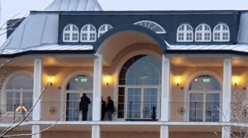 8 مراقبون بدون أسلحة برفقة كامرت باليمن