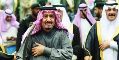 """شاهد.. الملك سلمان يؤدي رقصة العرضة في مهرجان الجنادرية """"فيديو"""""""