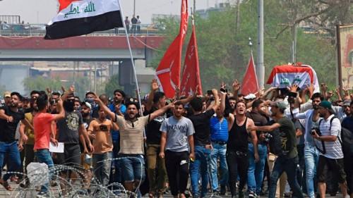 ذخيرة حيه وغازات مسيلة للدموع.. لتفرقة المحتجين بالعراق