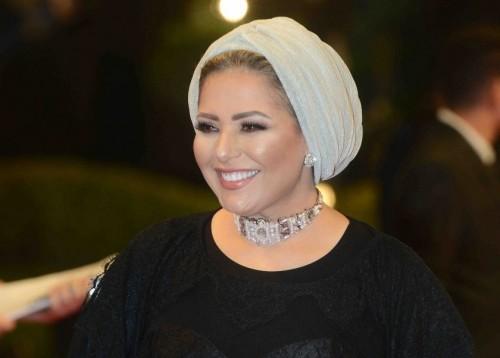 الفنانة صابرين تؤدي مناسك العمرة