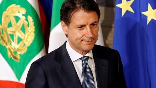 رئيس وزراء إيطاليا يصل ليبيا ويلتقي بسراج