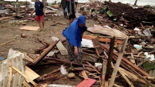 281 قتيلاً حصيلة جديدة لتسونامي إندونيسيا