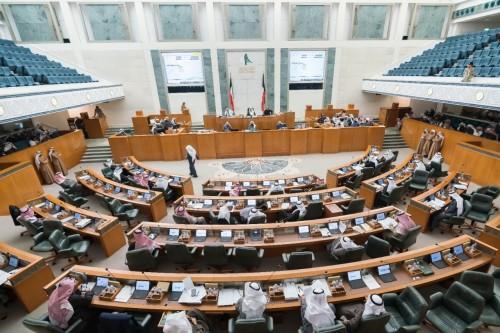 """البرلمان الكويتي يقبل استقالة 4 وزراء بينهم """"النفط"""""""